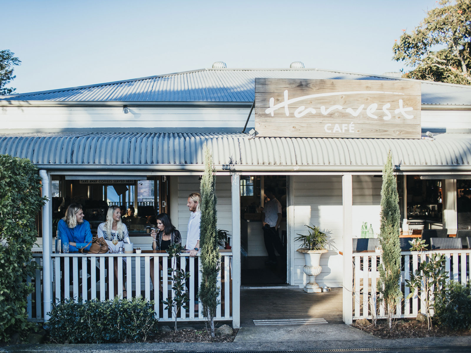 7 byron bay restaurants you ll love qantas travel insider for Balcony bar byron